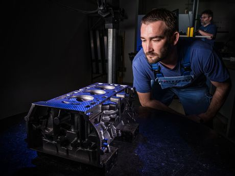 ACTech team member performing the optical measurement of a cylinder head