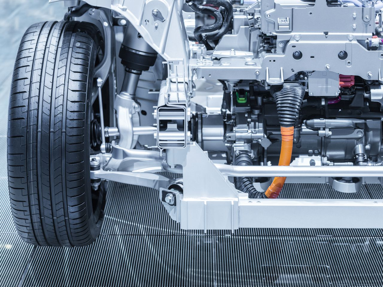 Chassis of hybrid electric car with drive train